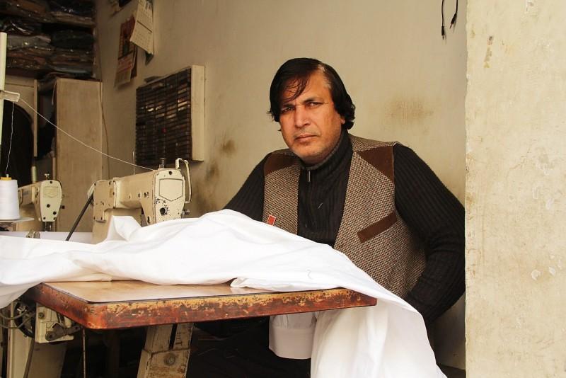Help Mehmood buy new sewing machines