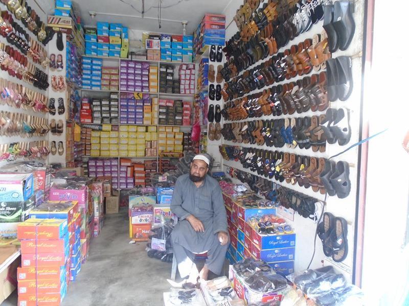 Help Jamroz uplift his financial situation