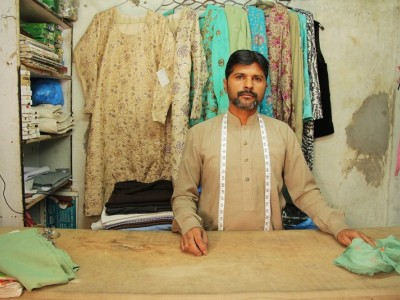 Help Khalid buy new sewing machines