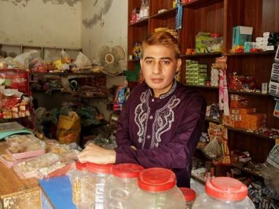 Help Rustam restock his grocery shop