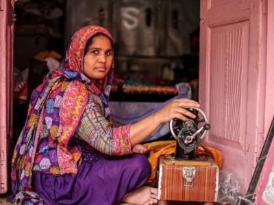 Help Sakina buy an over-lock machine
