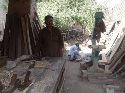 Help Siddique buy new carpentry tools
