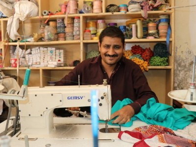 Help Ali buy a new sewing machine