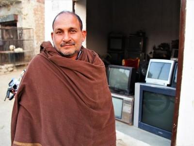 Help Afzal Fulfil His Family's Needs