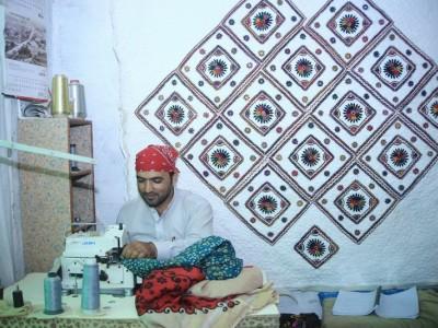 Help Amaar establish his business
