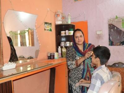 Help Kiran setup her beauty salon