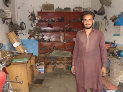Help Khayal Zada to stabilize his business!